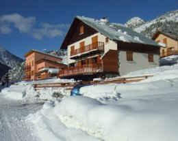 Chalet Individuel, Proximité ski Serre Chevalier, 6 chambres, Internet , WI-FI.