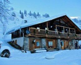 Chalet du Planay - magnifique chalet d'alpage intérieur bois proximité des pistes