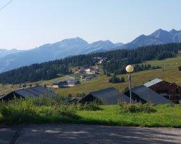Plein sud  au coeur du village des SAISIES  vue pistes et montagnes