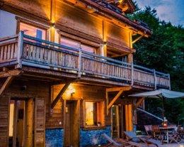 Chalet individuel, charme et prestige , terrasse 100 m2 avec jaccuzi extérieur