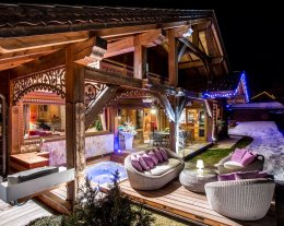 AUTHENTIQUE ET CHALEUREUX AVEC  JACCUZI - LUXURY CHALET IN FRENCH ALPS