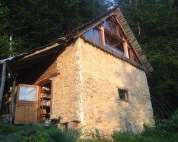 Lov'In'Grange, cabane de trappeur dans les Pyrénées