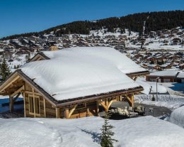 CHALET B Classé 5*.Le CHALET est en bordure des pistes de ski avec Sauna et Jacuzzi