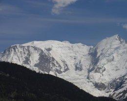 chalet familial avec grand jardin, vue magnifique sur Mont-Blanc