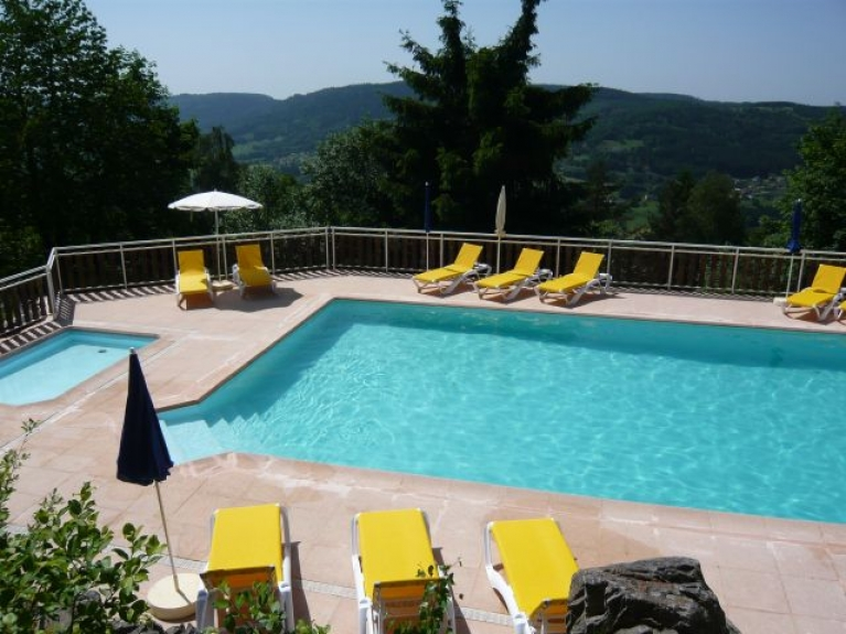 Location chalet individuel les moraines gerardmer 3190 for Piscine a gerardmer