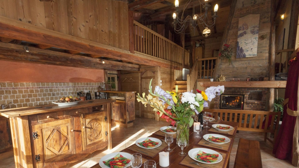 Location chalet mitoyen chalet cocooning l 39 ours blanc champagny en vanoise 5708 chalet - Chalet cheminee montagne ...