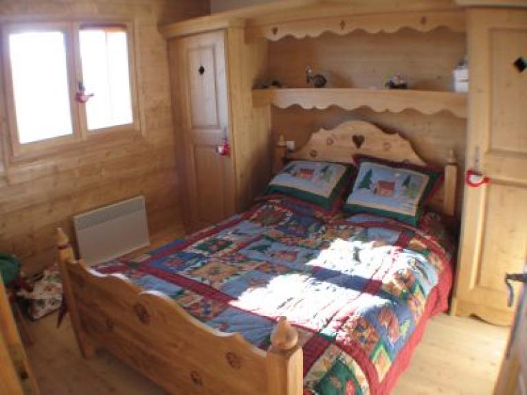 Location appartement en chalet alpages de bisanne les for Meubles chalet montagne