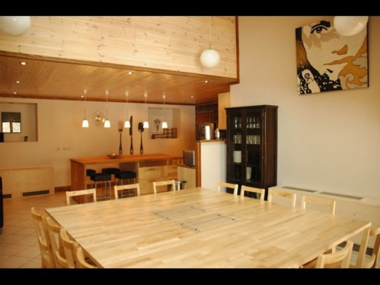 Location chalet de luxe le lodge les deux alpes 7657 for Table salle manger 12 places