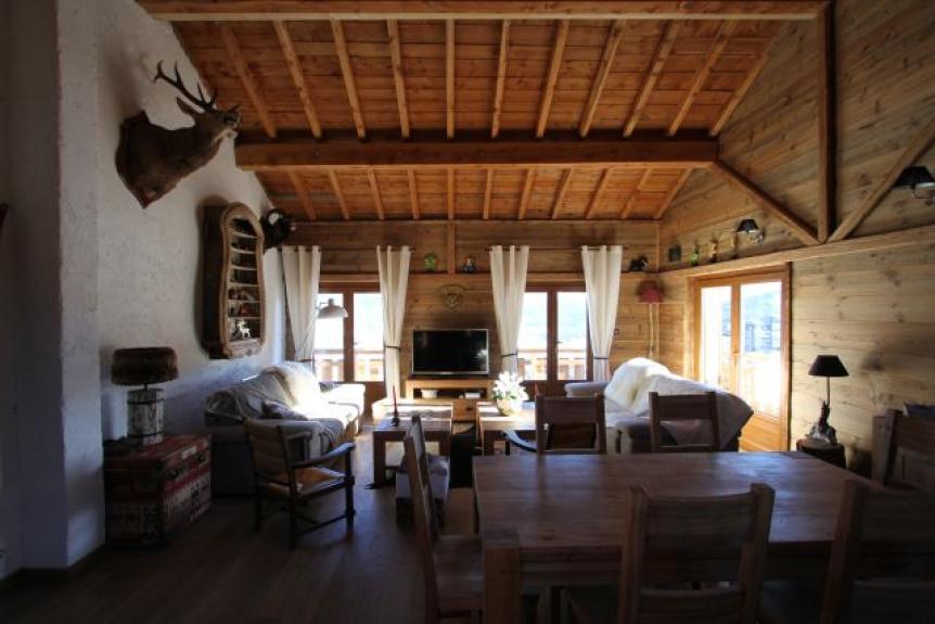 location chalet de luxe chalet nextelio les angles 13558. Black Bedroom Furniture Sets. Home Design Ideas