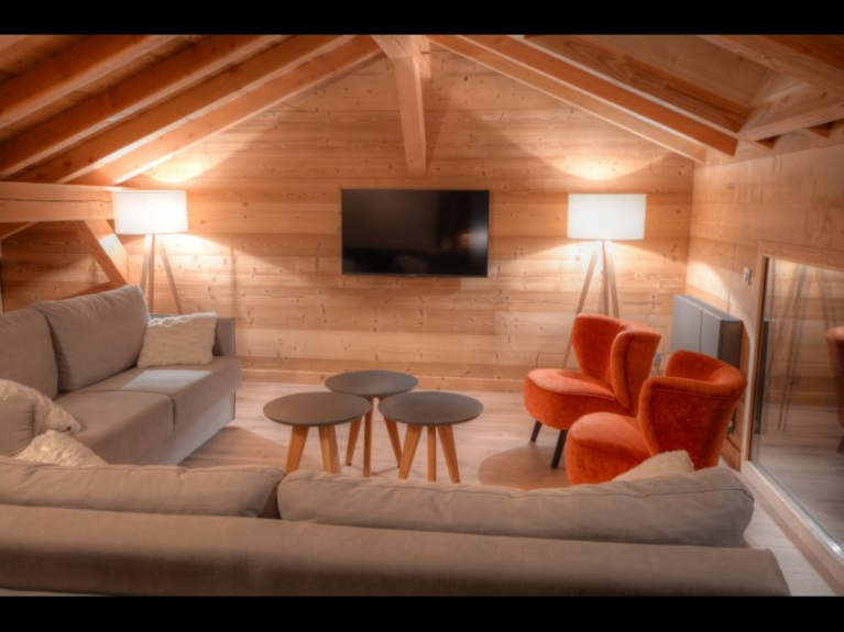 Location chalet de luxe chalet cachemire les carroz d 39 araches 14028 c - Mezzanine avec canape ...