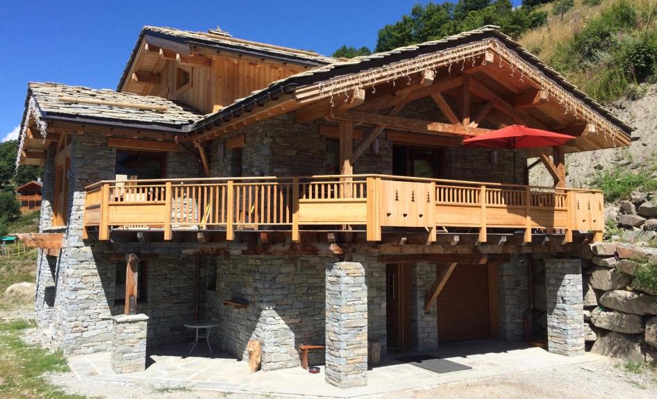 Location Chalet individuel Le Prestige Authentique chalet savoyard en pierre et bois avec SPA  # Chalet Pierre Et Bois